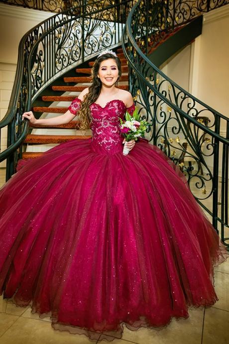 Burgundy Embroidery Quinceanera Dresses Cold Shoulder Beaded Lace-up Glitter Tulle Ball Gowns Prom Sweet 16 Dresses Long