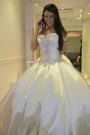 Off Shoulder Elegant Designer Wedding Dresses Sweetheart Pleated Applique Lace Cathedral Train Wedding Dress Gowns Custom Cheap Bridal Dresses Backless Crystal Beaded